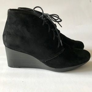 Clark's black suede lace-up wedge boots - Size 7